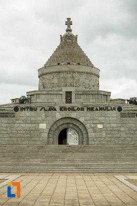 intrarea-in-mausoleul-eroilor-din-1916-1919-de-la-marasesti-judetul-vrancea-2.jpg