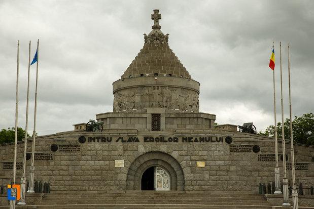 intrarea-in-mausoleul-eroilor-din-1916-1919-de-la-marasesti-judetul-vrancea.jpg