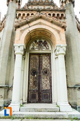 intrarea-in-mausoleul-familiei-filisanu-din-filiasi-judetul-dolj.jpg
