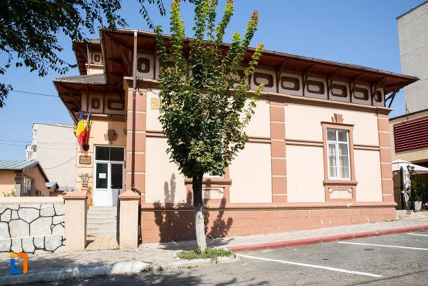 intrarea-in-muzeul-axiopolis-din-cernavoda-judetul-constanta.jpg