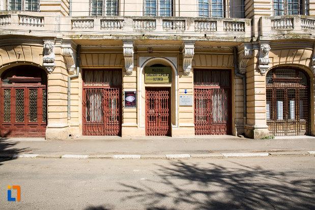 intrarea-in-muzeul-de-arheologie-din-oltenita-judetul-calarasi.jpg