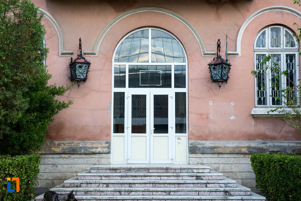 intrarea-in-muzeul-de-arta-lucian-grigorescu-din-medgidia-judetul-constanta.jpg