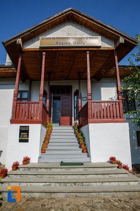 intrarea-in-muzeul-de-arta-religioasa-scoala-de-misionare-regina-maria-din-valenii-de-munte-judetul-prahova.jpg