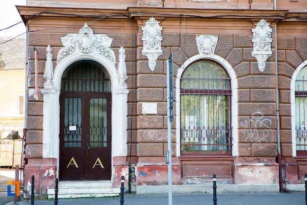 intrarea-in-muzeul-de-arta-si-muzeul-de-etnografie-din-brasov-judetul-brasov.jpg