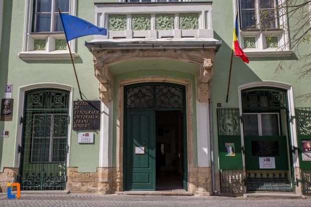 intrarea-in-muzeul-de-etnogtrafie-universala-franz-binder-din-sibiu-judetul-sibiu.jpg