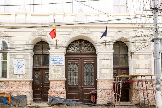 intrarea-in-muzeul-de-istorie-din-aiud-judetul-alba.jpg
