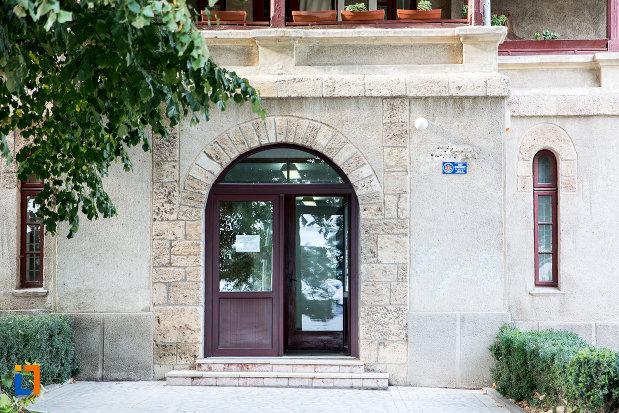 intrarea-in-muzeul-de-sculptura-ion-jalea-din-constanta-judetul-constanta.jpg