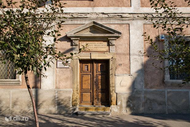 intrarea-in-muzeul-de-stiintele-naturii-istorie-si-arheologie-din-sighetu-marmatiei-judetul-maramures.jpg