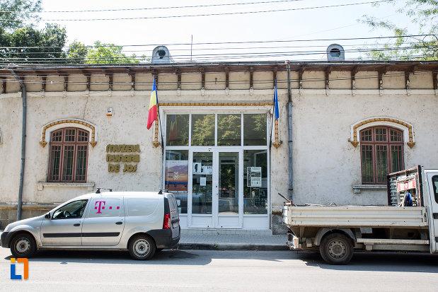 intrarea-in-muzeul-dunarii-de-jos-din-calarasi-judetul-calara.jpg
