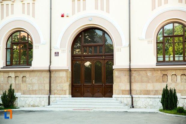 intrarea-in-muzeul-judetean-buzau-judetul-buzau.jpg
