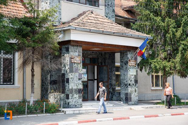 intrarea-in-muzeul-municipal-de-istorie-din-rosiori-de-vede-judetul-teleorman.jpg