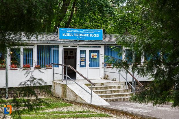 intrarea-in-muzeul-rezervatiei-bucegi-din-sinaia-judetul-prahova.jpg