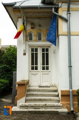 intrarea-in-muzeul-vrancei-casa-stefanescu-din-focsani-judetul-vrancea.jpg