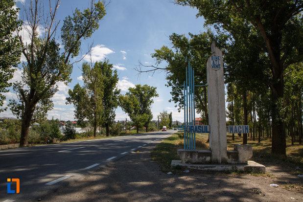 intrarea-in-orasul-macin-judetul-tulcea.jpg
