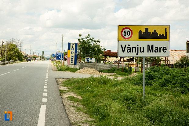 intrarea-in-orasul-vanju-mare-judetul-mehedinti.jpg