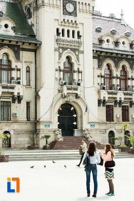 intrarea-in-palatul-administrativ-prefectura-consiliul-judetean-din-craiova-judetul-dolj.jpg