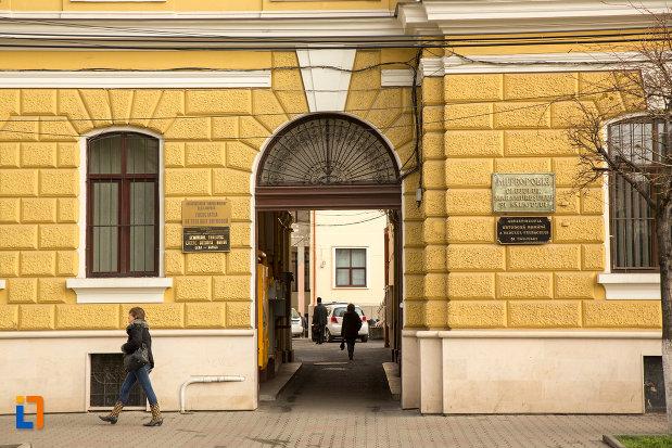 intrarea-in-palatul-arhiepiscopiei-ortodoxe-din-cluj-napoca-judetul-cluj.jpg