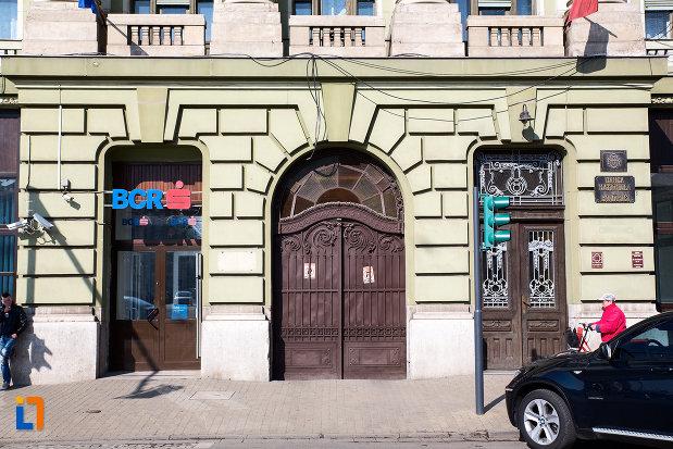 intrarea-in-palatul-bancii-nationale-a-romaniei-din-arad-judetul-arad.jpg