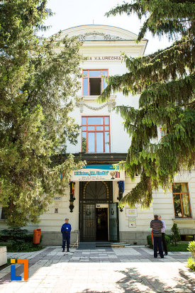 intrarea-in-palatul-comisiei-europene-a-dunarii-azi-biblioteca-va-urechea-din-galati-judetul-galati.jpg