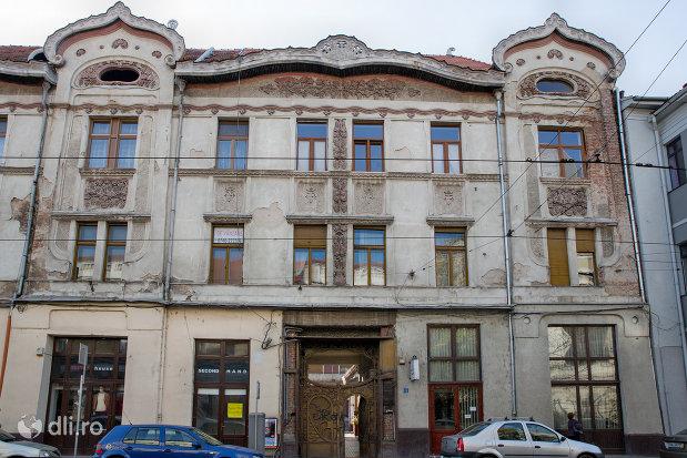 intrarea-in-palatul-fuchsl-din-oradea-judetul-bihor.jpg