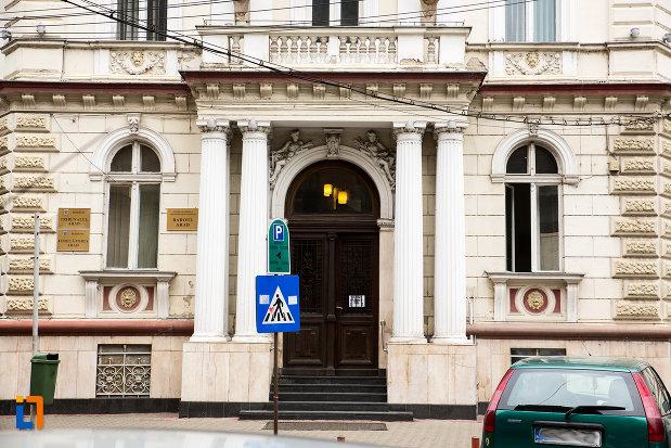 intrarea-in-palatul-justitiei-din-arad-judetul-arad.jpg