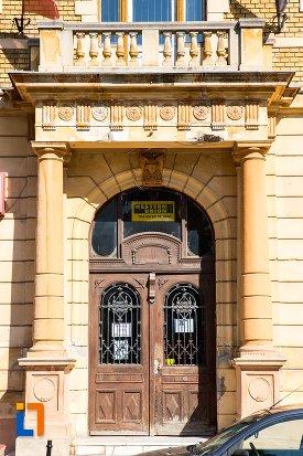 intrarea-in-palatul-postelor-din-brasov-judetul-brasov.jpg