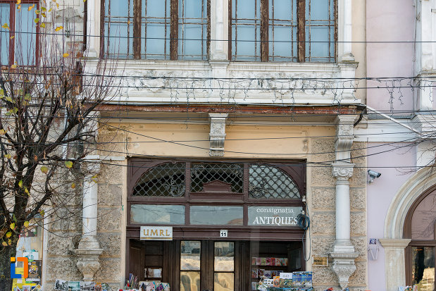 intrarea-in-palatul-wass-din-cluj-napoca-judetul-cluj.jpg