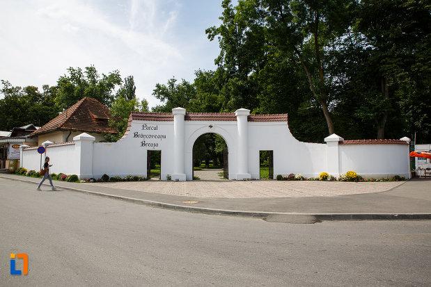 intrarea-in-parcul-brancoveanu-breaza-judetul-prahova.jpg