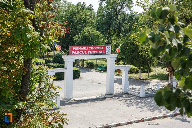 intrarea-in-parcul-central-din-zimnicea-judetul-teleorman.jpg