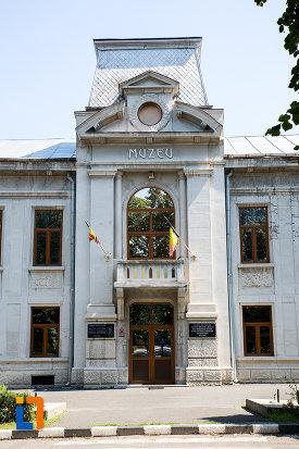 intrarea-in-prefectura-azi-muzeul-judetean-teohari-antonescu-din-giurgiu-judetul-giurgiu.jpg