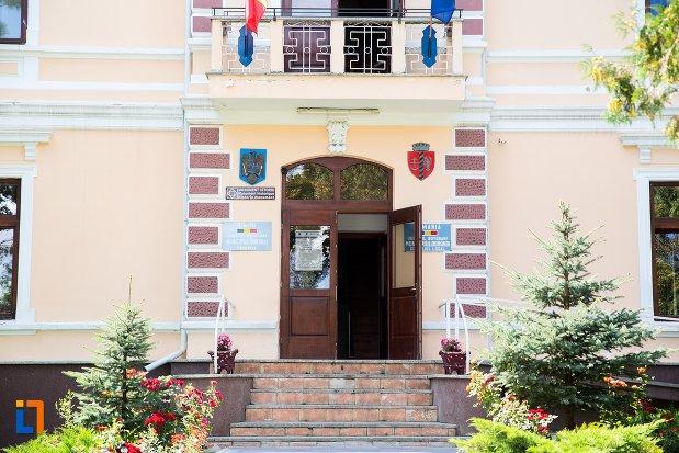intrarea-in-primaria-din-dorohoi-judetul-botosani.jpg