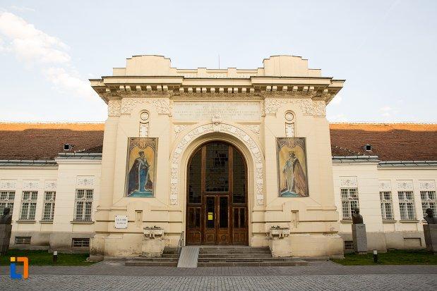 intrarea-in-sala-unirii-1-decembrie-1918-din-alba-iulia-judetul-alba.jpg