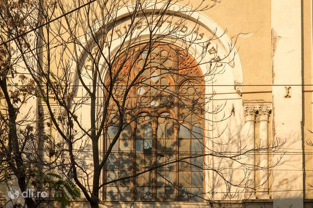 intrarea-in-sinagoga-bd-independentei-din-oradea.jpg