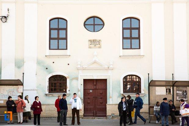 intrarea-in-sinagoga-din-alba-iulia-judetul-alba.jpg