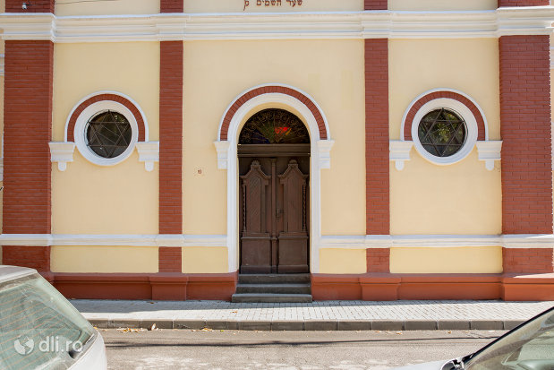 intrarea-in-sinagoga-din-sighetu-marmatiei-judetul-maramures.jpg