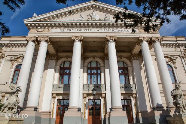 intrarea-in-teatrul-de-stat-din-oradea-judetul-bihor.jpg