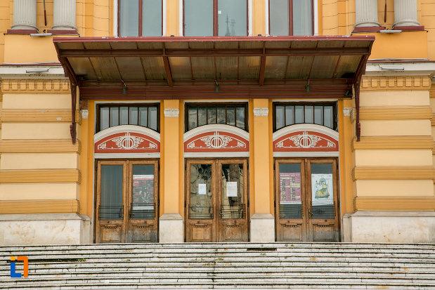intrarea-in-teatrul-national-din-cluj-napoca-judetul-cluj.jpg