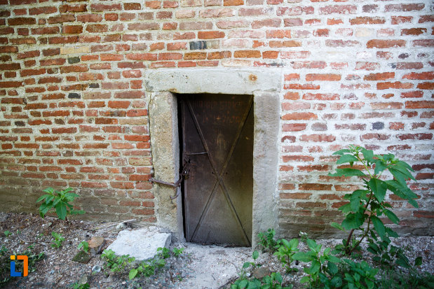 intrarea-in-turnul-de-aparare-cula-din-ciacova-judetul-timis.jpg