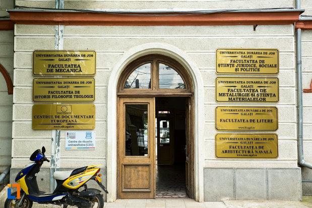 intrarea-in-universitatea-dunarea-de-jos.jpg