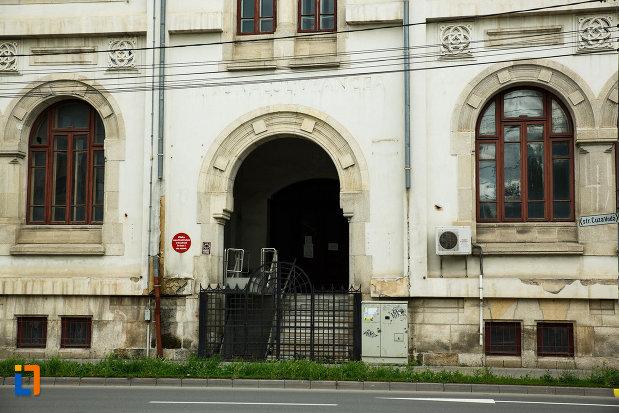 intrarea-in-vechiul-tribunal-judetean-din-focsani-judetul-vrancea.jpg