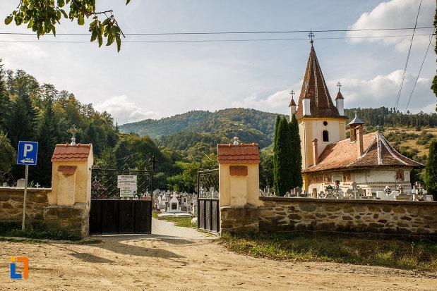 intrarea-la-biserica-din-grui-nasterea-sf-ioan-botezatorul-1742-din-saliste-judetul-sibiu.jpg