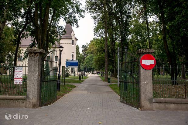 intrarea-la-castelul-karolyi-din-carei.jpg