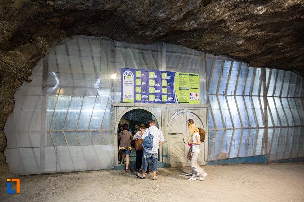 intrarea-subterana-in-salina-praid-judetul-harghita.jpg