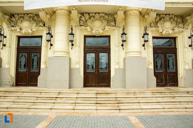 intrarile-in-teatrul-national-din-caracal-judetul-olt.jpg