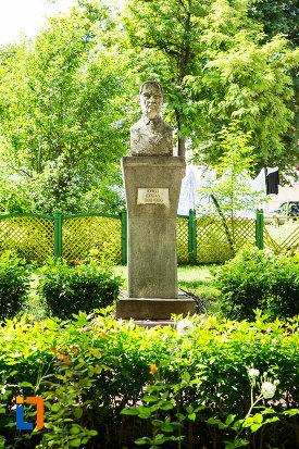 iorgu-iordan-gradina-publica-sau-parcul-central-din-tecuci-judetul-galati.jpg