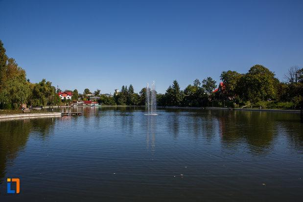 lacul-bisericii-lacul-miresei-din-campina-judetul-prahova.jpg