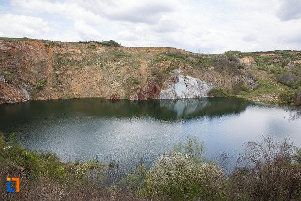 lacul-cincis-cerna-lacul-teliuc-din-hunedoara-judetul-hunedoara.jpg