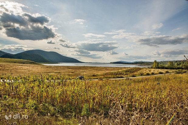 lacul-din-calinesti-oas-judetul-satu-mare.jpg