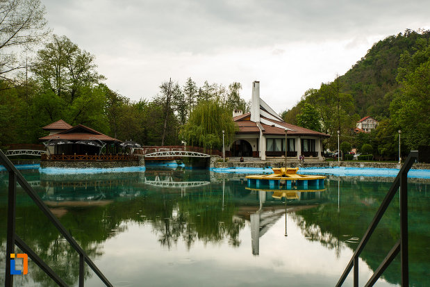 lacul-din-parcul-zavoi-din-ramnicu-valcea-judetul-valcea.jpg