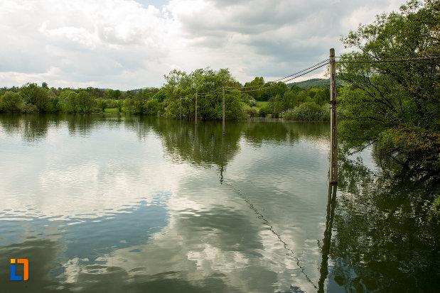 lacul-tismana-judetul-gorj.jpg